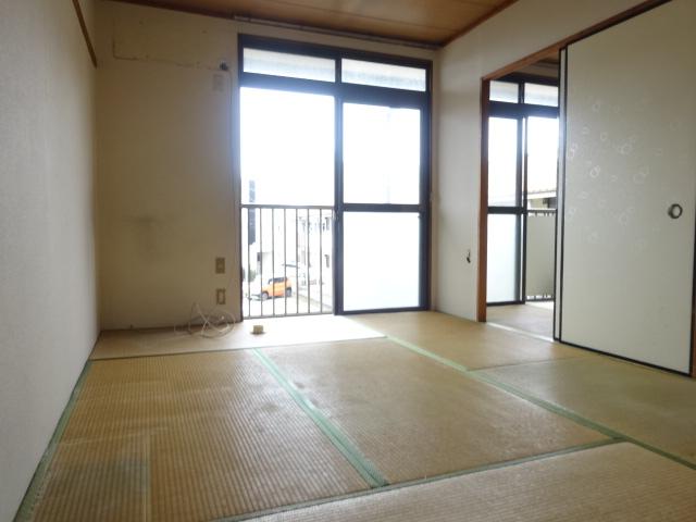 ゴールドコーポ 205号室の居室