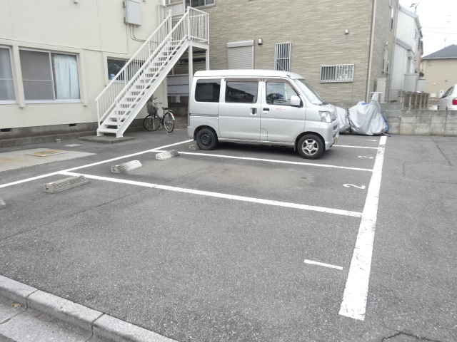 第三道野辺コーポ 202号室の駐車場