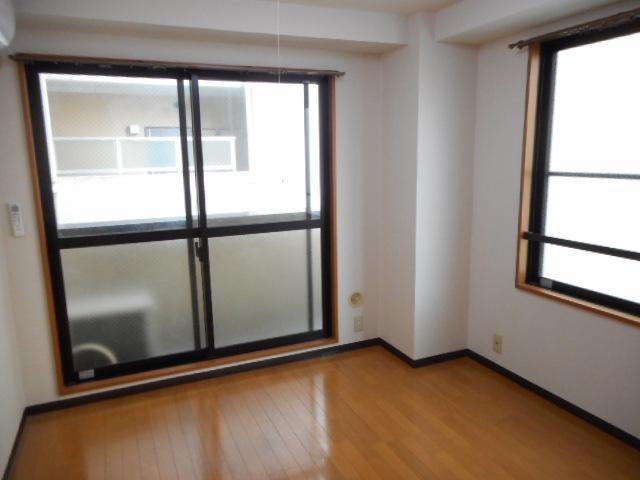 津賀マンション 301号室の居室