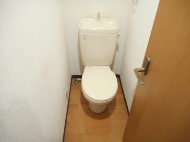 津賀マンション 301号室のトイレ