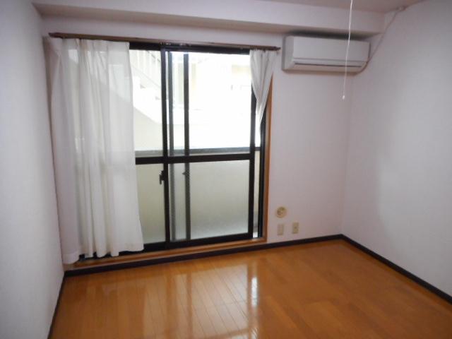 津賀マンション 302号室の居室