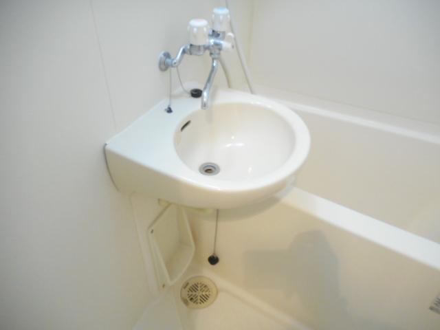 津賀マンション 302号室の洗面所