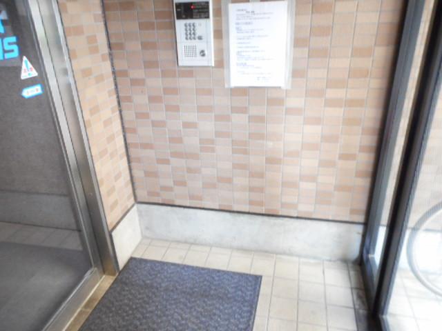 津賀マンション 302号室のエントランス
