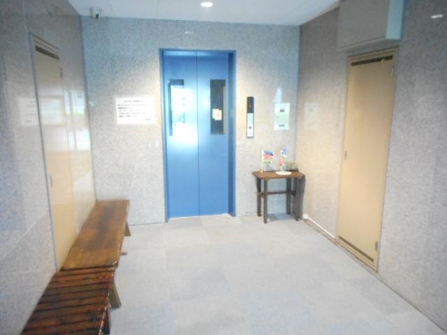 津賀マンション 302号室のロビー