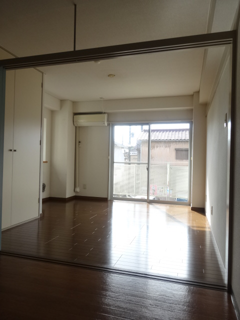 グリーンヒルズ 207号室の居室