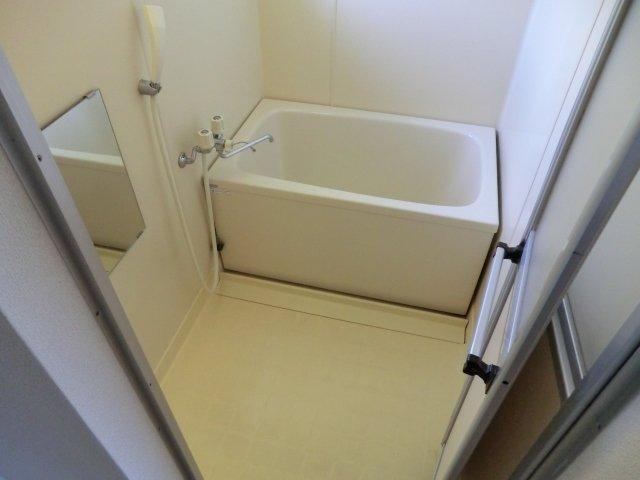 フローラル芝山 B棟 102号室の風呂