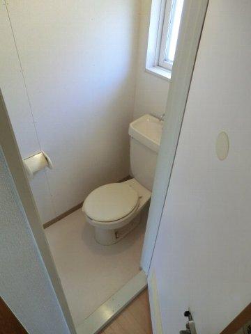 フローラル芝山 B棟 102号室のトイレ