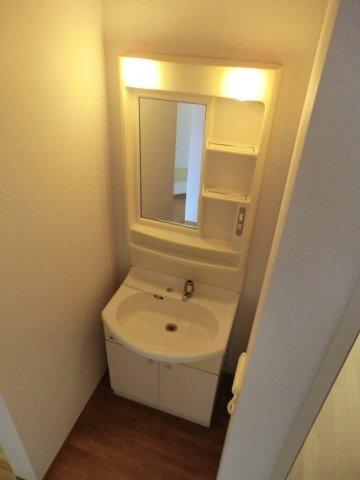 フローラル芝山 B棟 102号室の洗面所