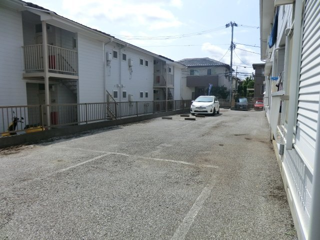 フローラル芝山 B棟 102号室の駐車場