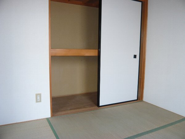 ロイヤルハイツA金杉 203号室の収納