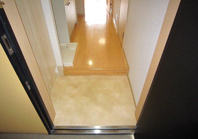 らふぃね壱番館 202号室の玄関