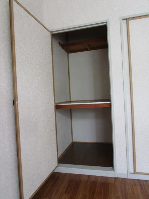 トリヴァンベール小林 102号室の収納