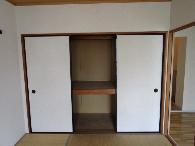 トリヴァンベール小林 301号室の収納