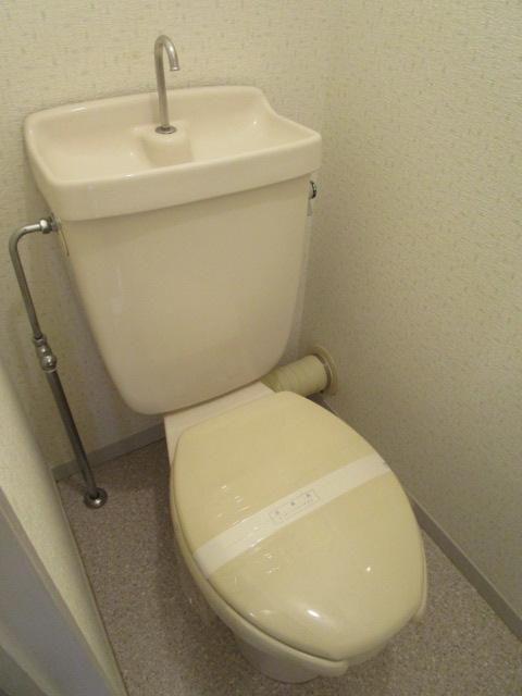 トリヴァンベール小林 301号室のトイレ