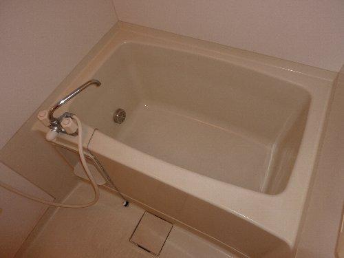 ハイカムールST・ユアサ 201号室の風呂
