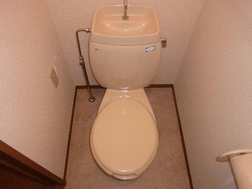 ハイカムールST・ユアサ 201号室のトイレ
