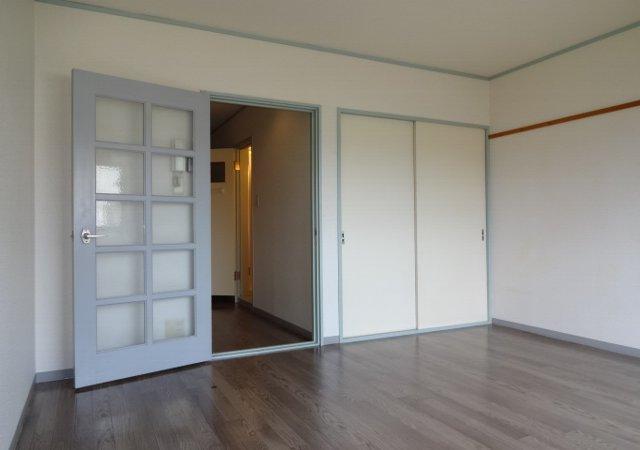 藤コーポE棟 102号室の居室