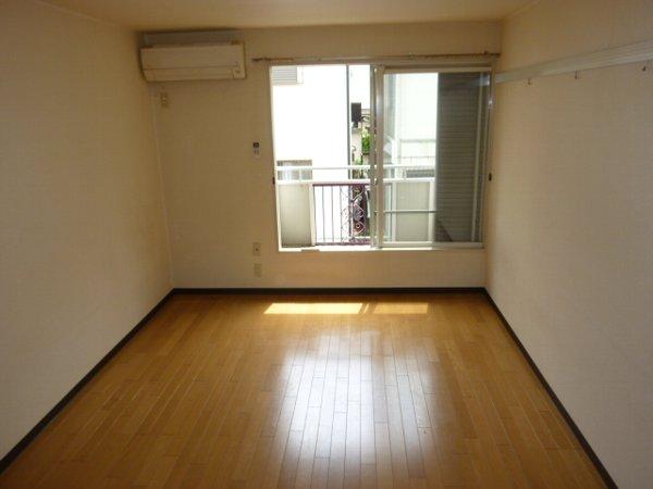 クオリティハイツ鎌ヶ谷 105号室のリビング