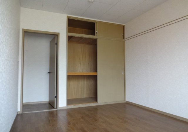 サンダイヤコーポ 205号室の居室