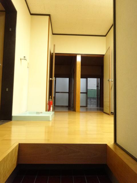 若葉ハイツ 102号室の玄関