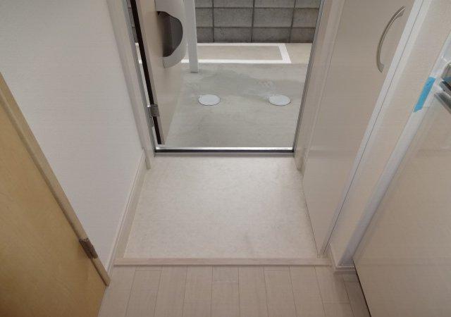 リブリ・MIYABI 108号室の玄関