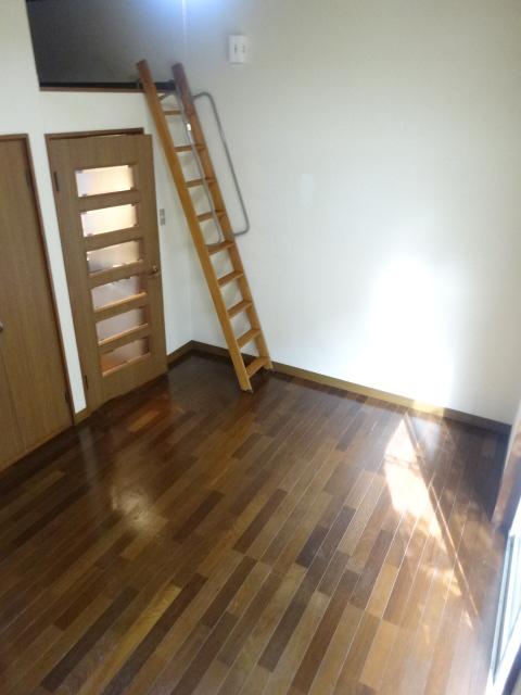 Split 101号室の居室