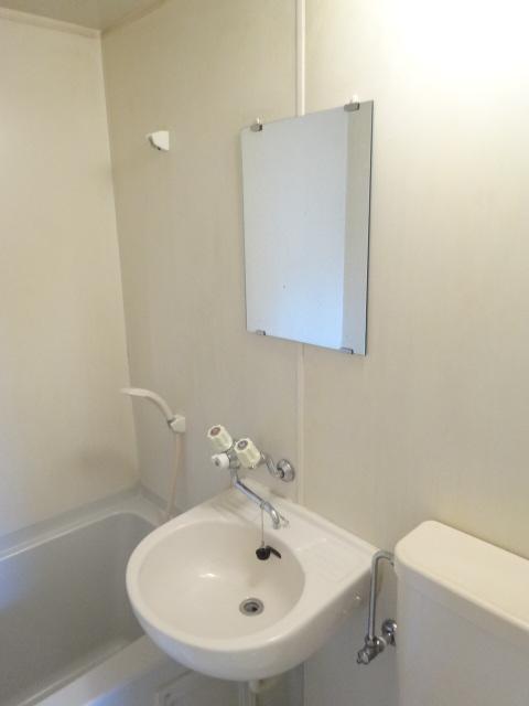 Split 101号室の洗面所