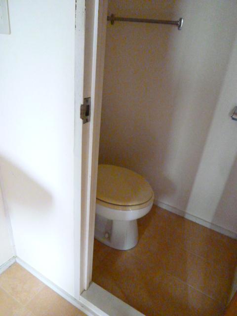 メゾンカンコー 106号室のトイレ