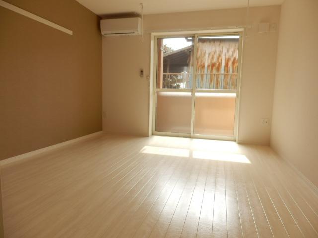 ハイ・レジデンス 101号室の居室