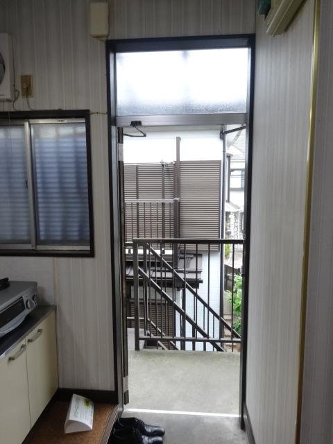 関谷アパート 201号室の玄関