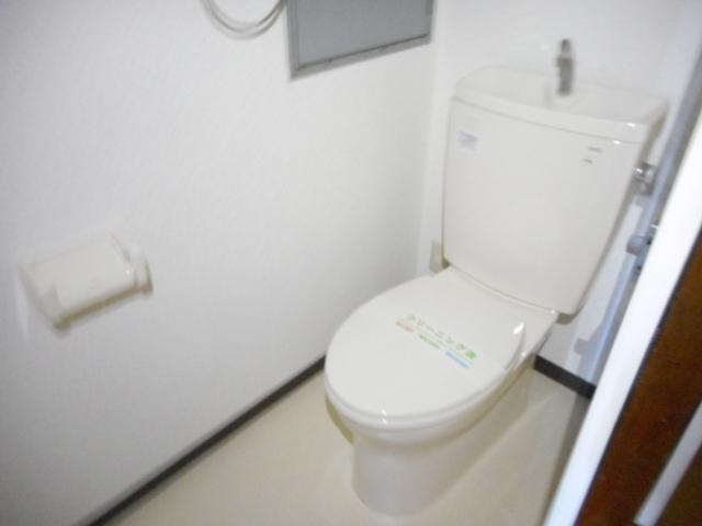 アパートメント21 105号室のトイレ