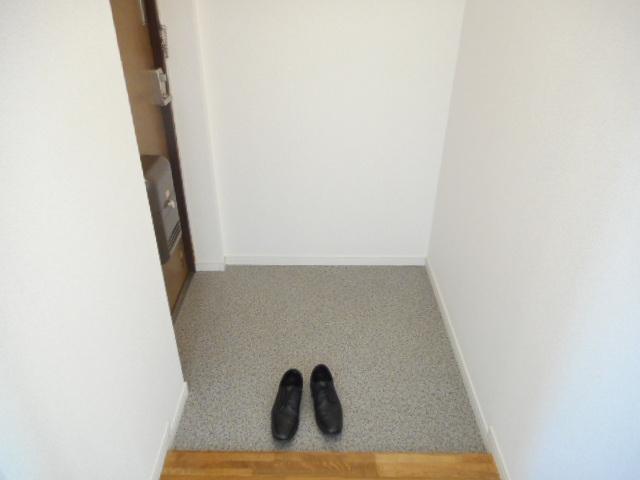 キャストロ鎌ヶ谷 202号室の玄関