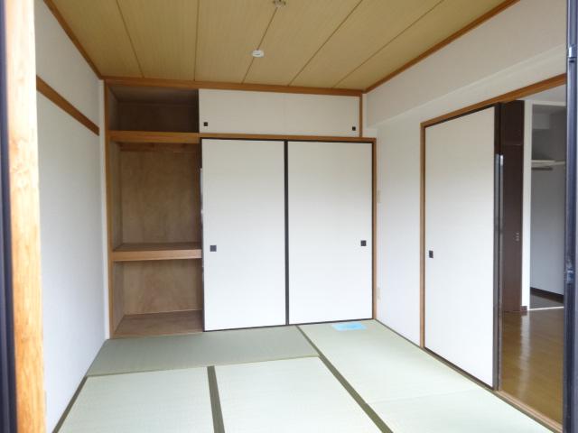 メゾンドール・カムイα館 102号室の居室