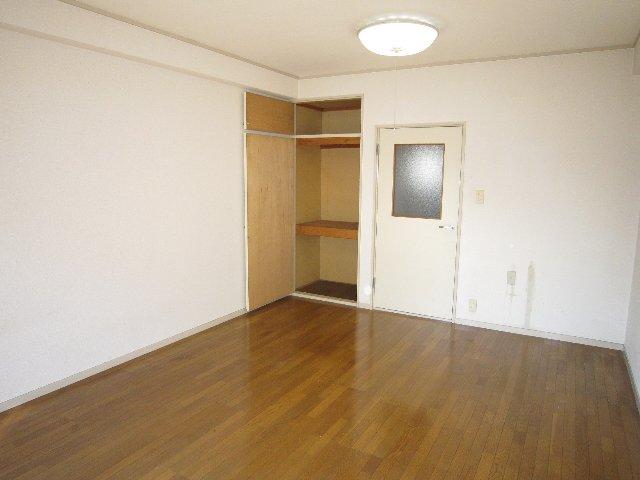 マリンホームズ 102号室のリビング
