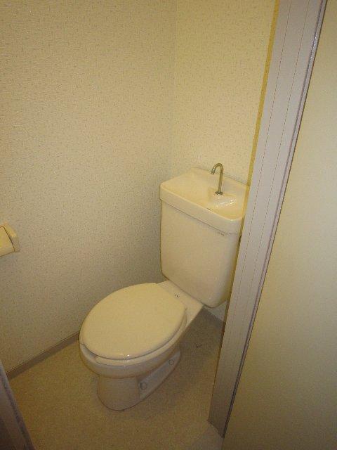 マリンホームズ 102号室のトイレ