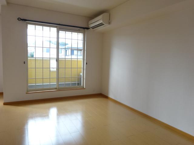 ルミナス・M 02030号室の居室