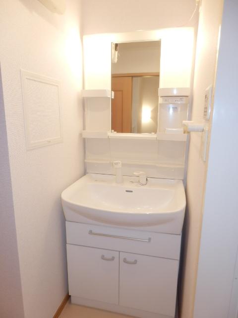 ゲネオス カルディアー 02030号室の洗面所