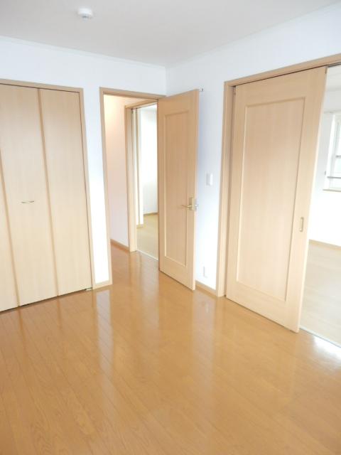 カーサ六番館 02010号室の居室