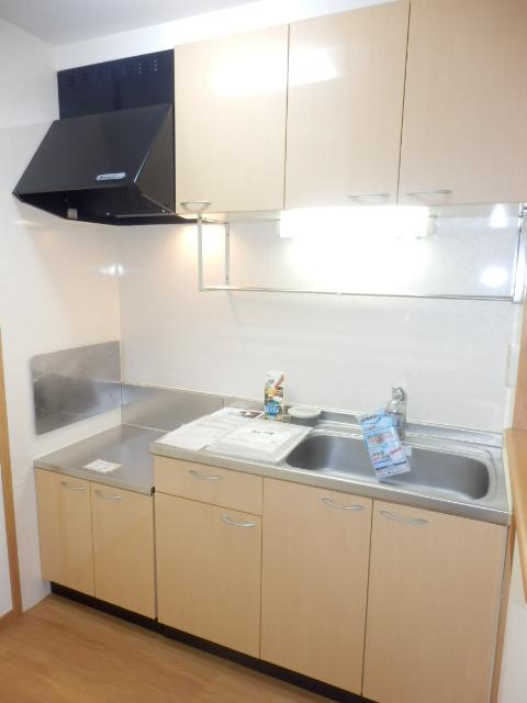 カーサ六番館 02010号室のキッチン