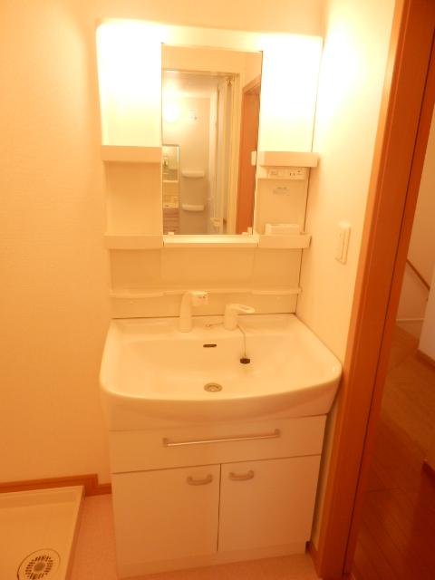 カーサ六番館 02010号室の洗面所
