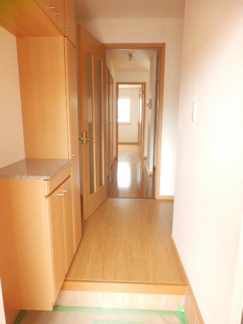 フィオーレA 01020号室の玄関