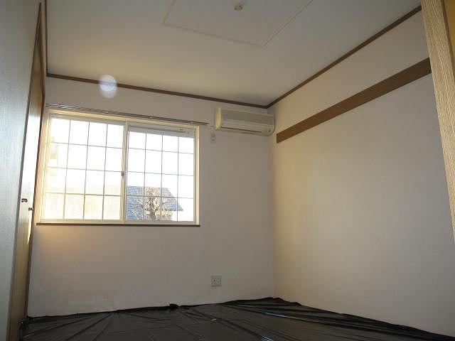 ヴィラ・ヴェルデ 02010号室の居室