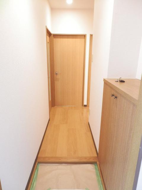 ロジュマン本郷B棟 02010号室の玄関