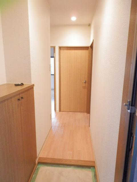 ロジュマン本郷B棟 02020号室の玄関