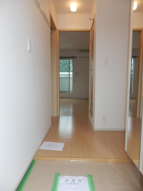 ヴィオラ 02020号室の玄関
