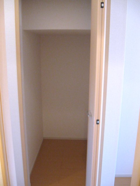ヴェルデ向陽Ⅲ 01010号室の収納