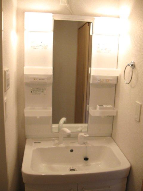 ヴェルデ向陽Ⅲ 01010号室の洗面所