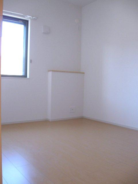 ヴェルデ向陽Ⅲ 01010号室の居室