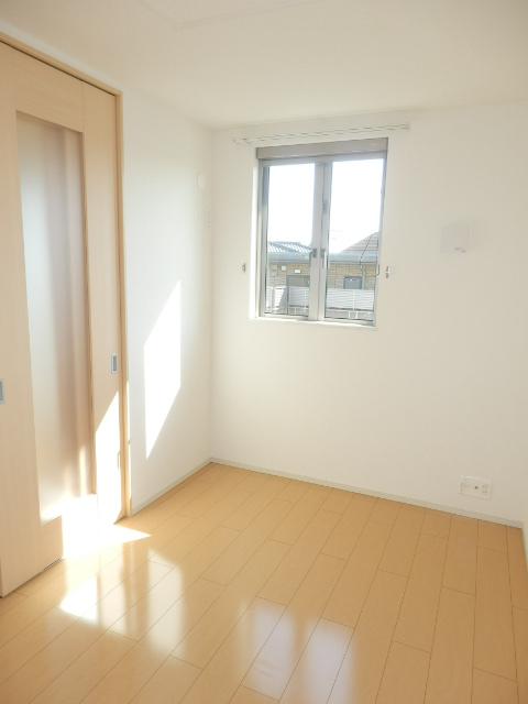 ヴェルデ向陽Ⅱ 02030号室の居室