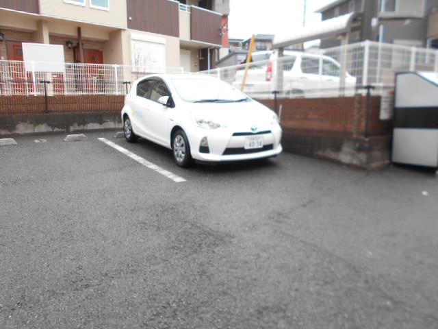 アルモニー・メゾン 01020号室の駐車場